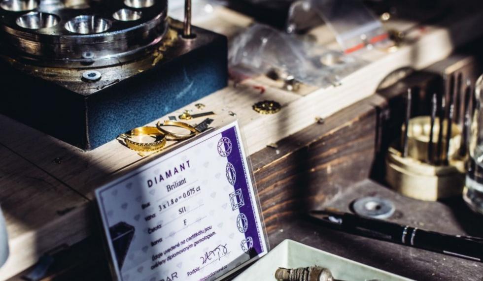 Slovník zlatníka – všetko o zlate, drahých kovoch a šperkoch